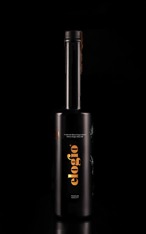 botella elogio 500ml en fondo negro