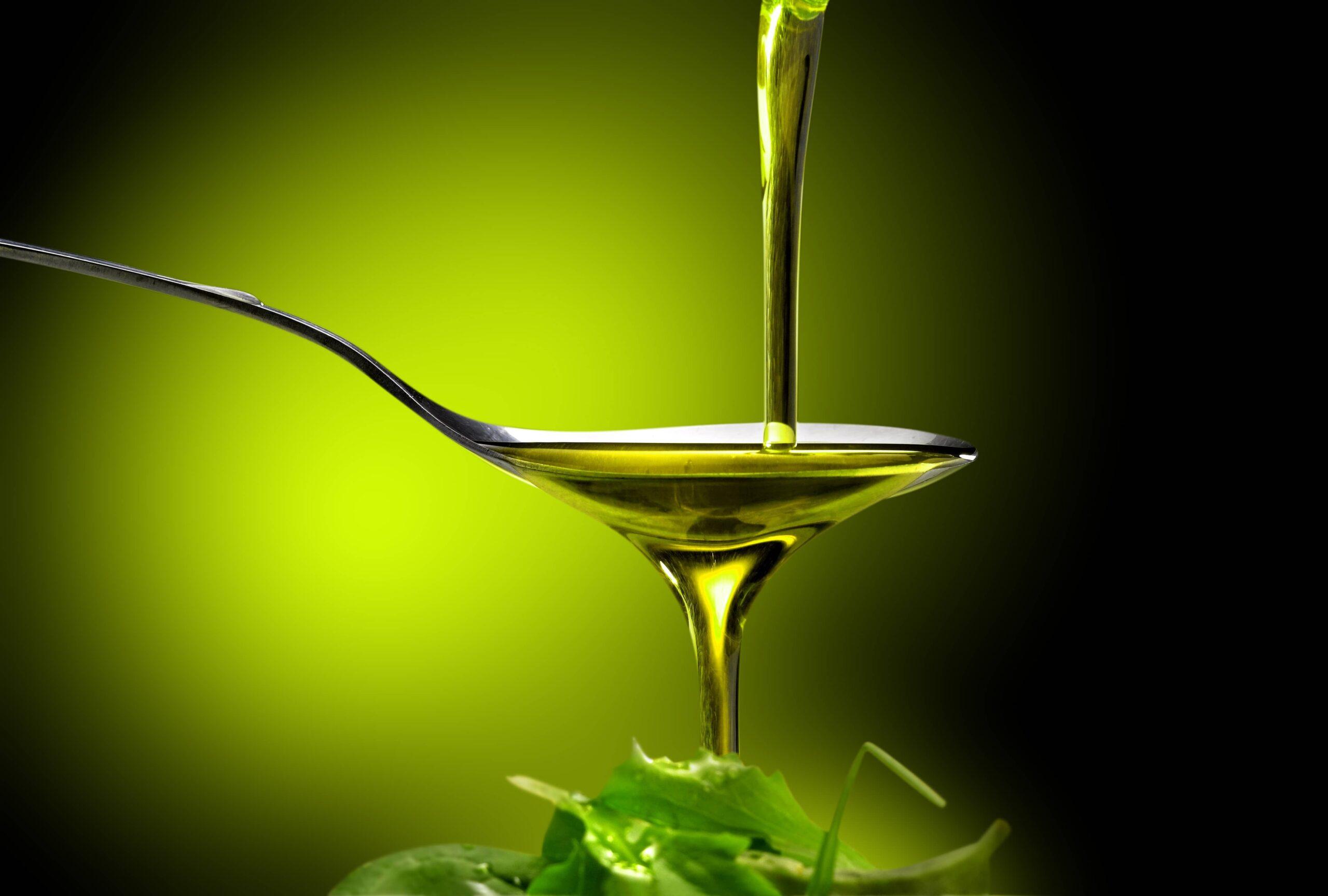echando aceite verde
